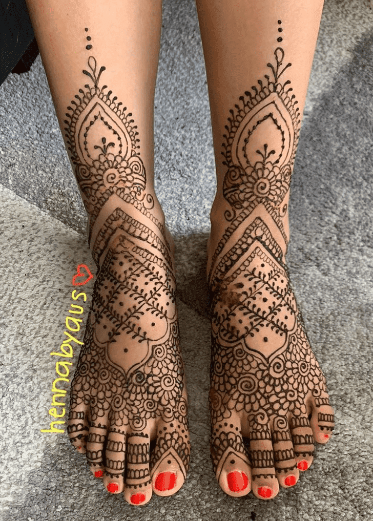 Enticing Bengali Henna Design