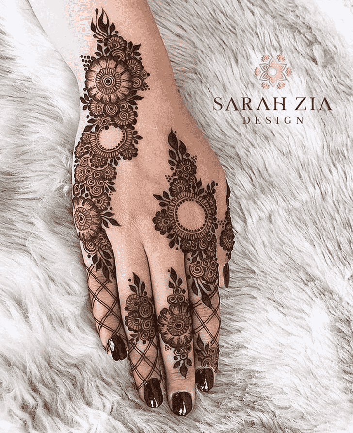 Graceful Bhubaneswar Henna Design