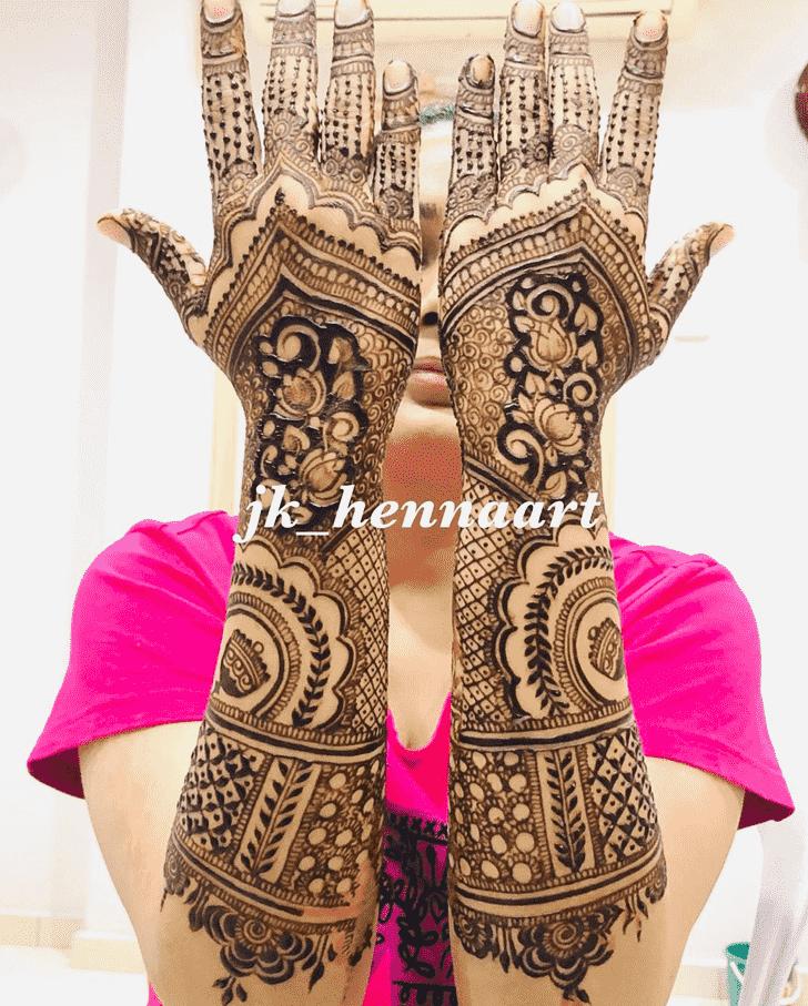 Beauteous Bhuj Henna Design