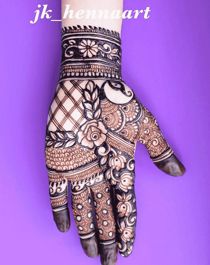 Captivating Bhuj Henna Design
