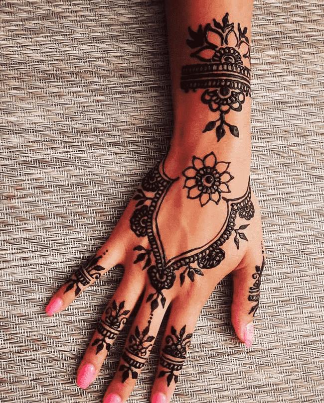 Adorable Biratnagar Henna Design