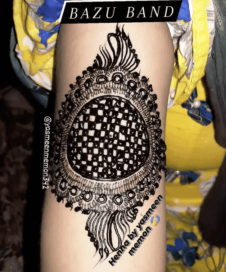 Enticing Black Henna design