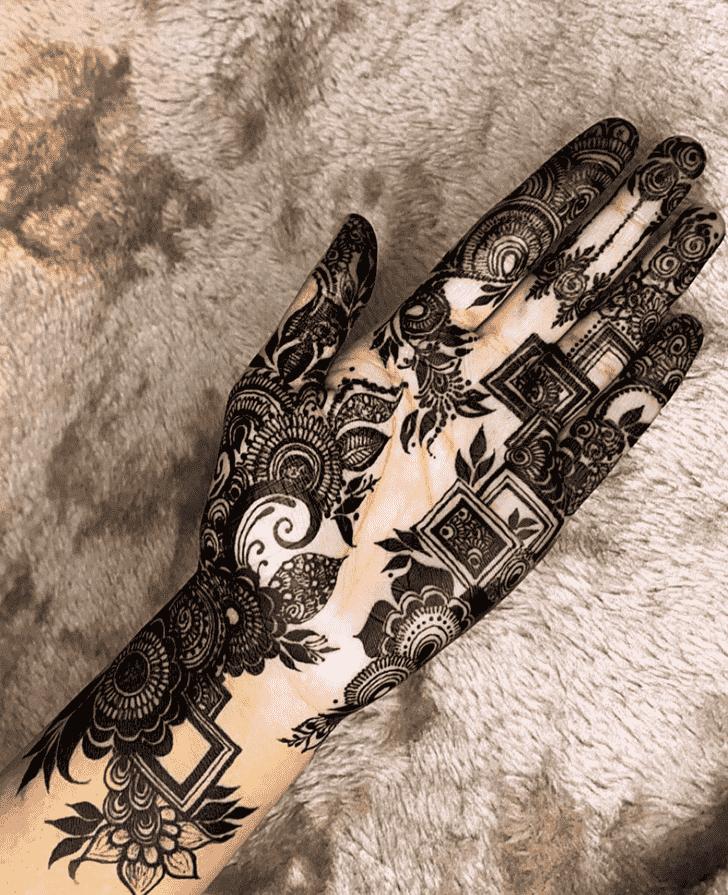 Fine Black Henna design