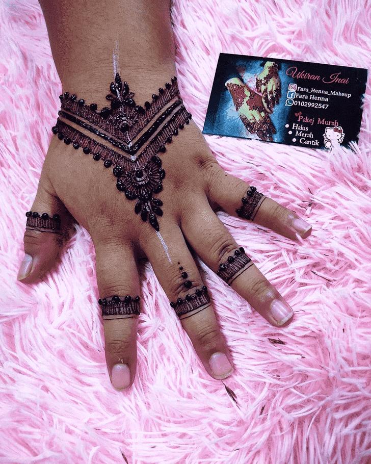 Charming Bollywood Henna design