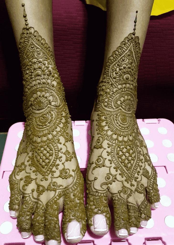 Adorable Bombay Style Henna Design