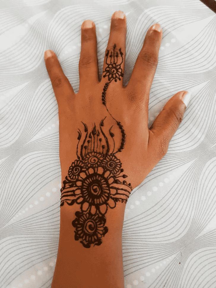 Adorable Bracelet Henna Design