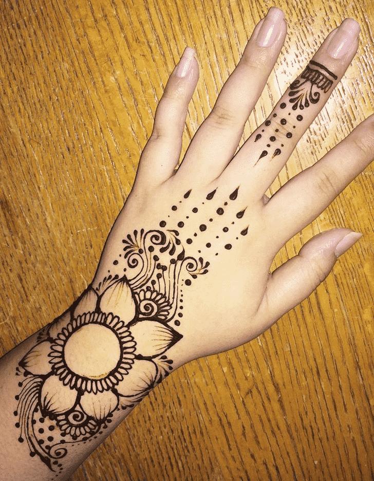 Appealing Bracelet Henna Design