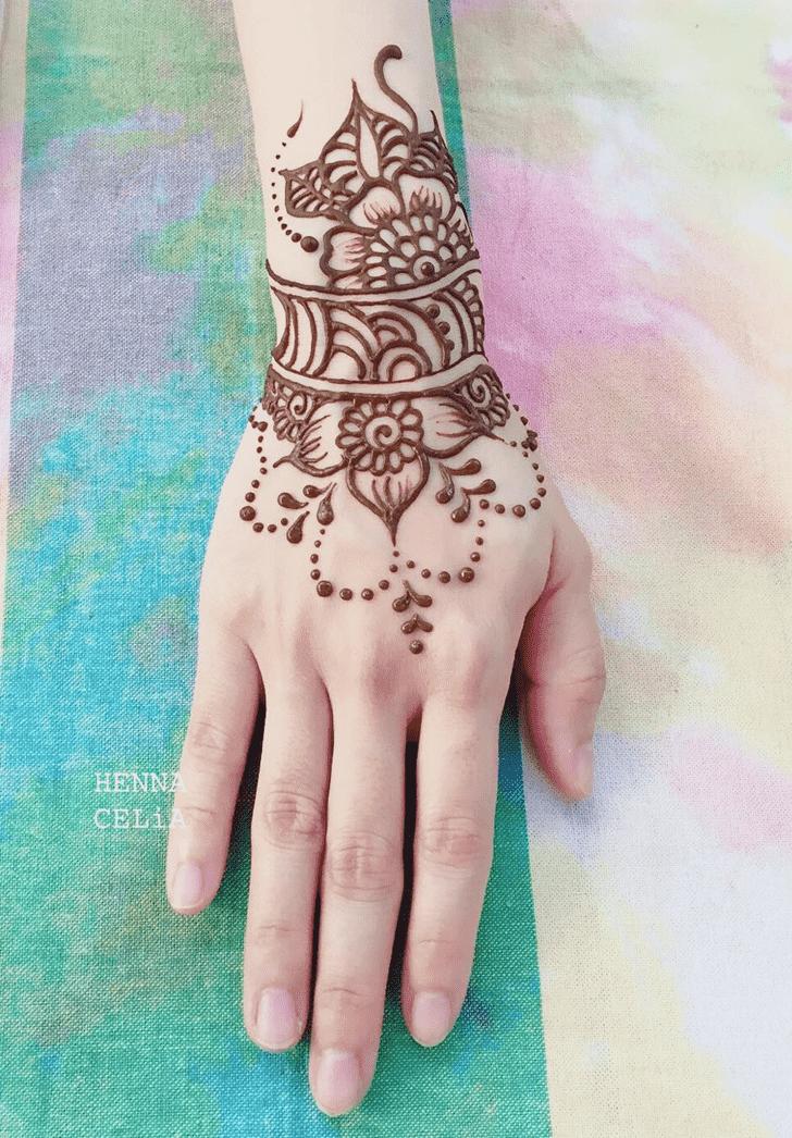 Charming Bracelet Henna Design