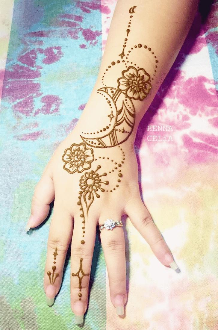 Classy Bracelet Henna Design