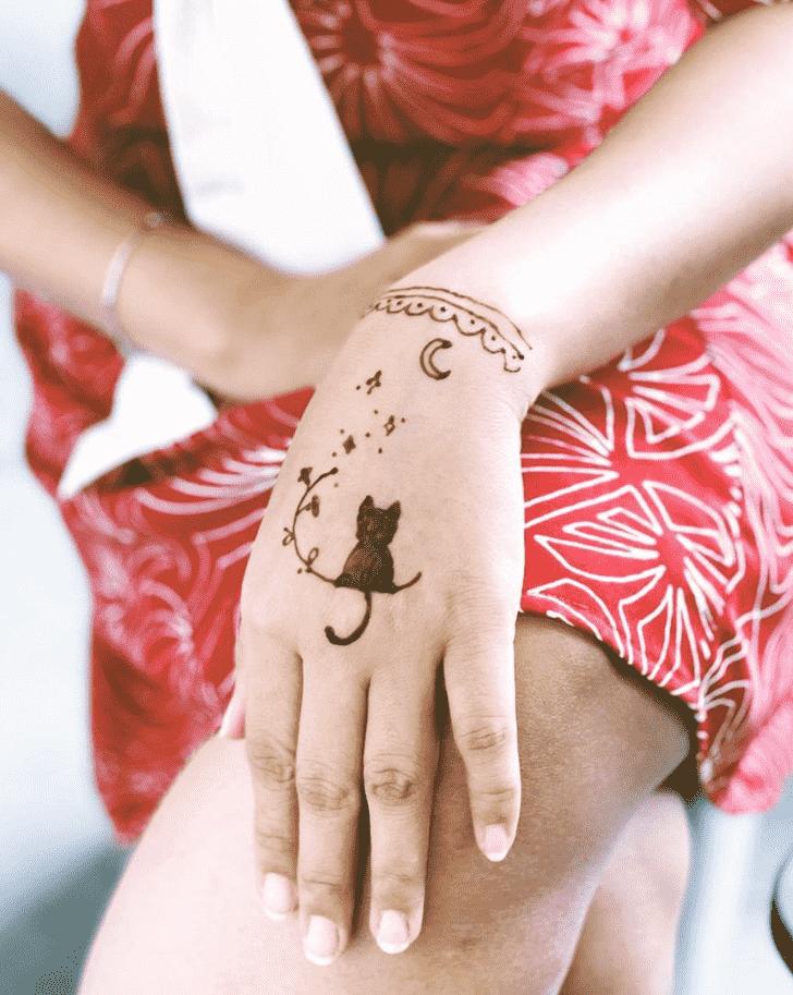 Elegant Cat Henna Design