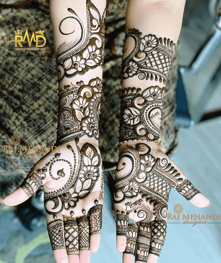 Bewitching Celebrity Henna Design