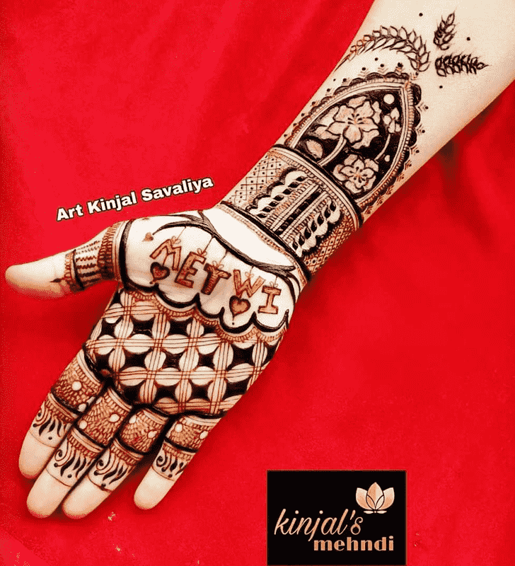 Captivating Celebrity Henna Design