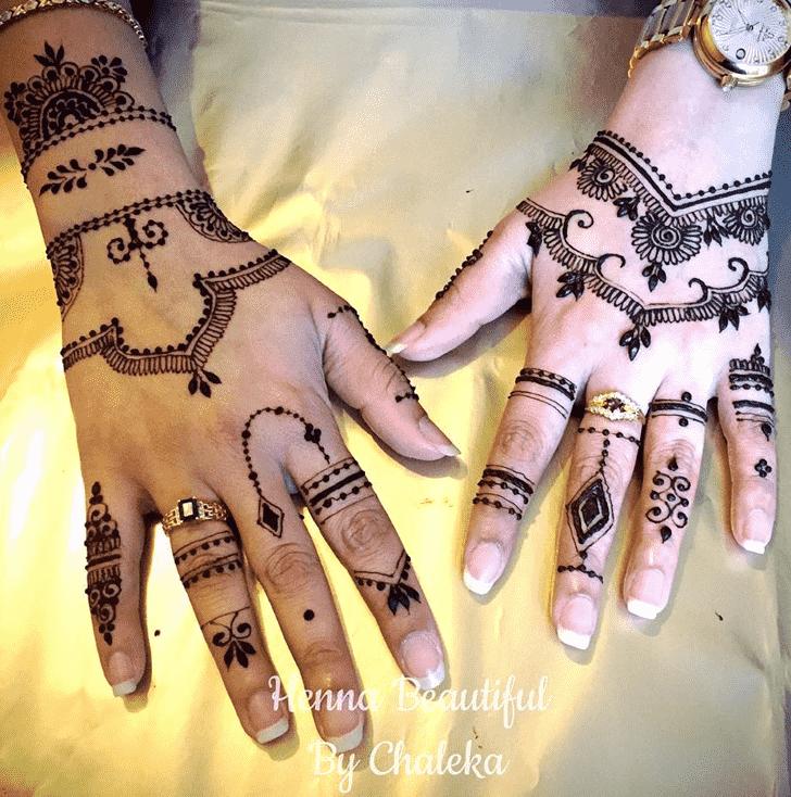 Bewitching Chain Henna Design