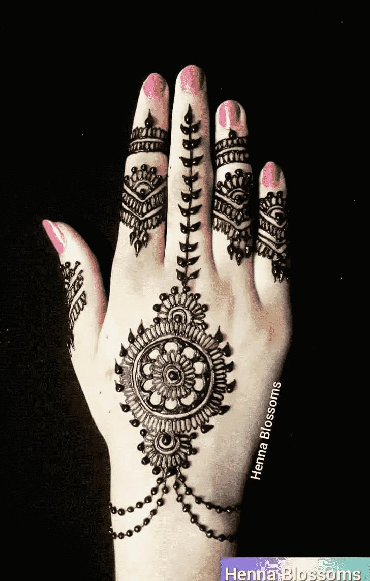 Charming Chain Henna Design