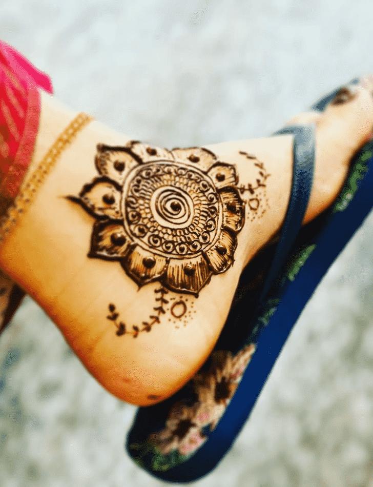 Pretty Chicago Henna Design