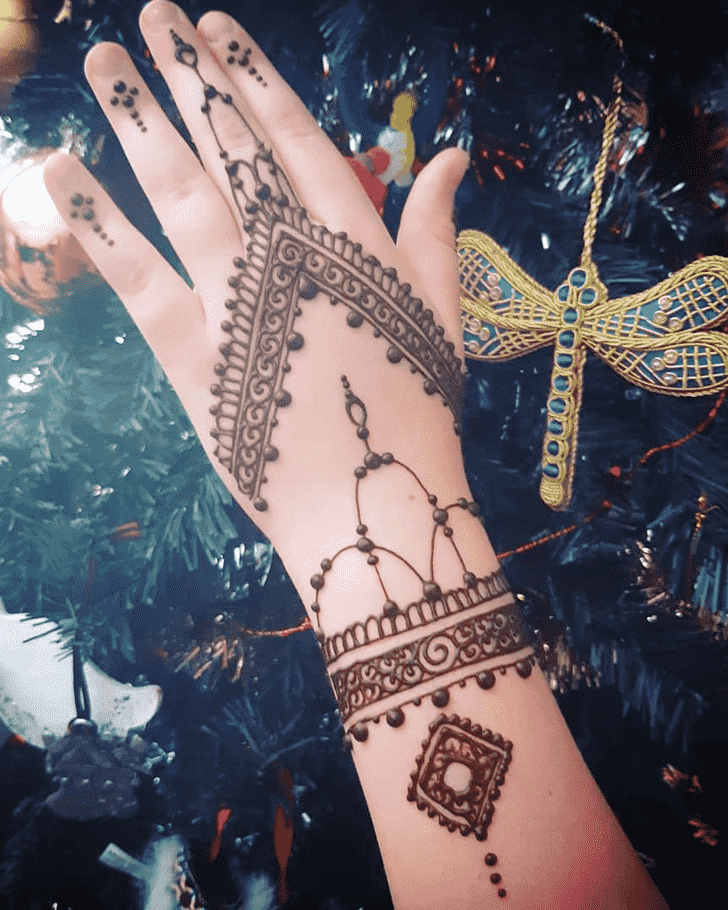 Alluring Christmas Henna Design