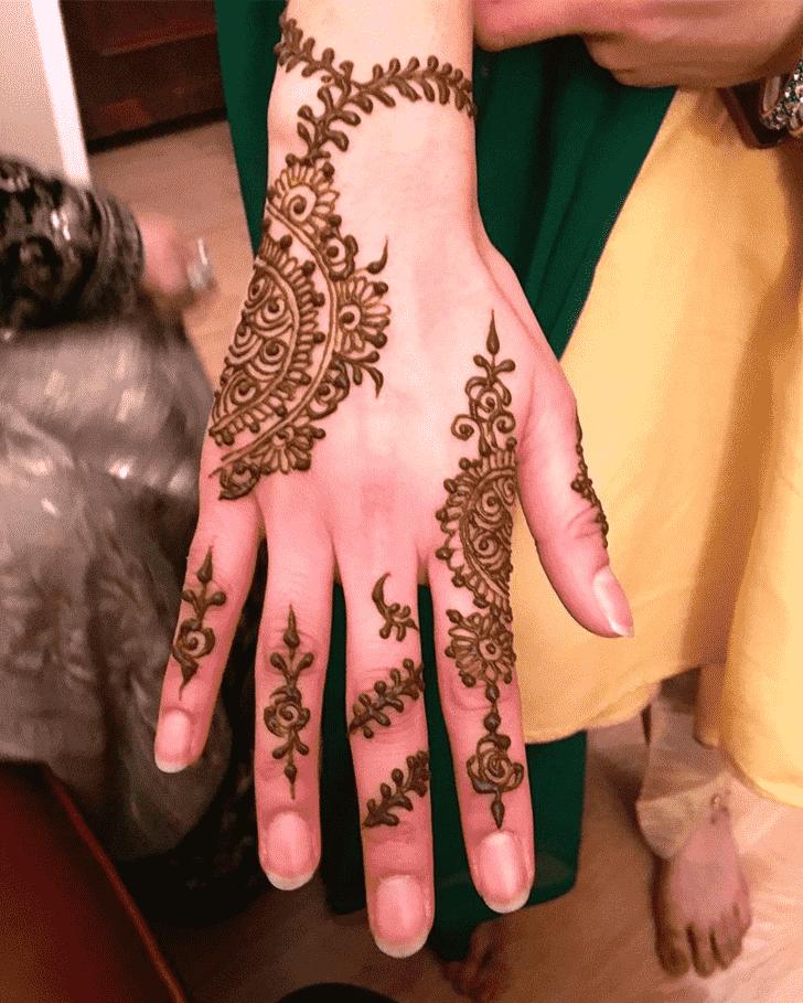 Beauteous Christmas Henna Design