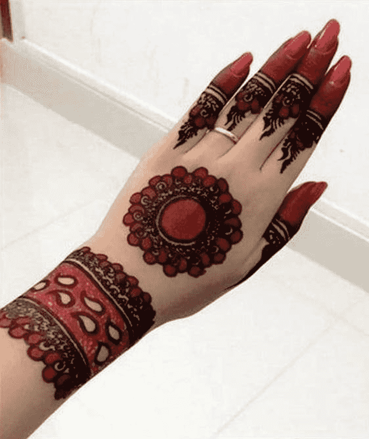 Charming Coloured Henna Design