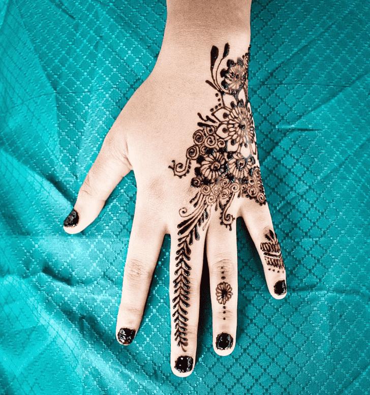 Classy Comilla Henna Design