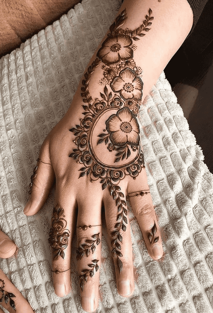 Comely Comilla Henna Design