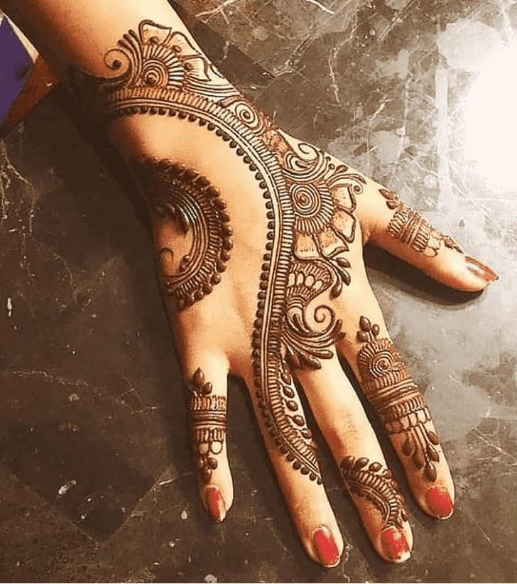 Delicate Comilla Henna Design