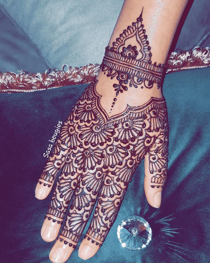 Enticing Comilla Henna Design