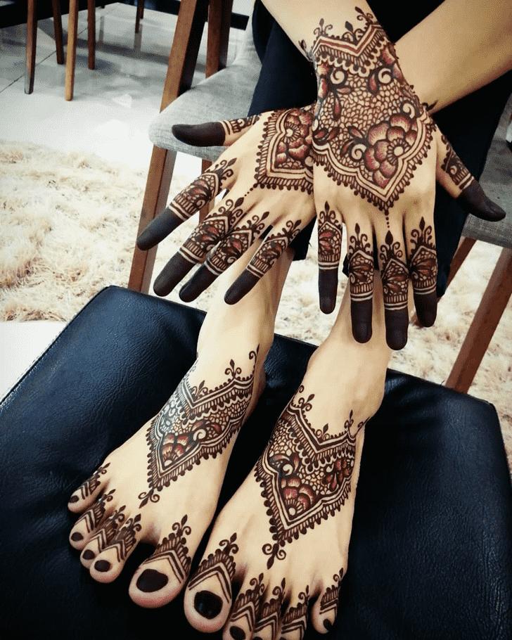Inviting Comilla Henna Design