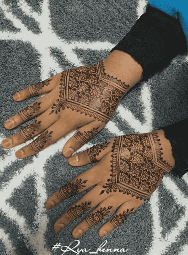 Mesmeric Comilla Henna Design