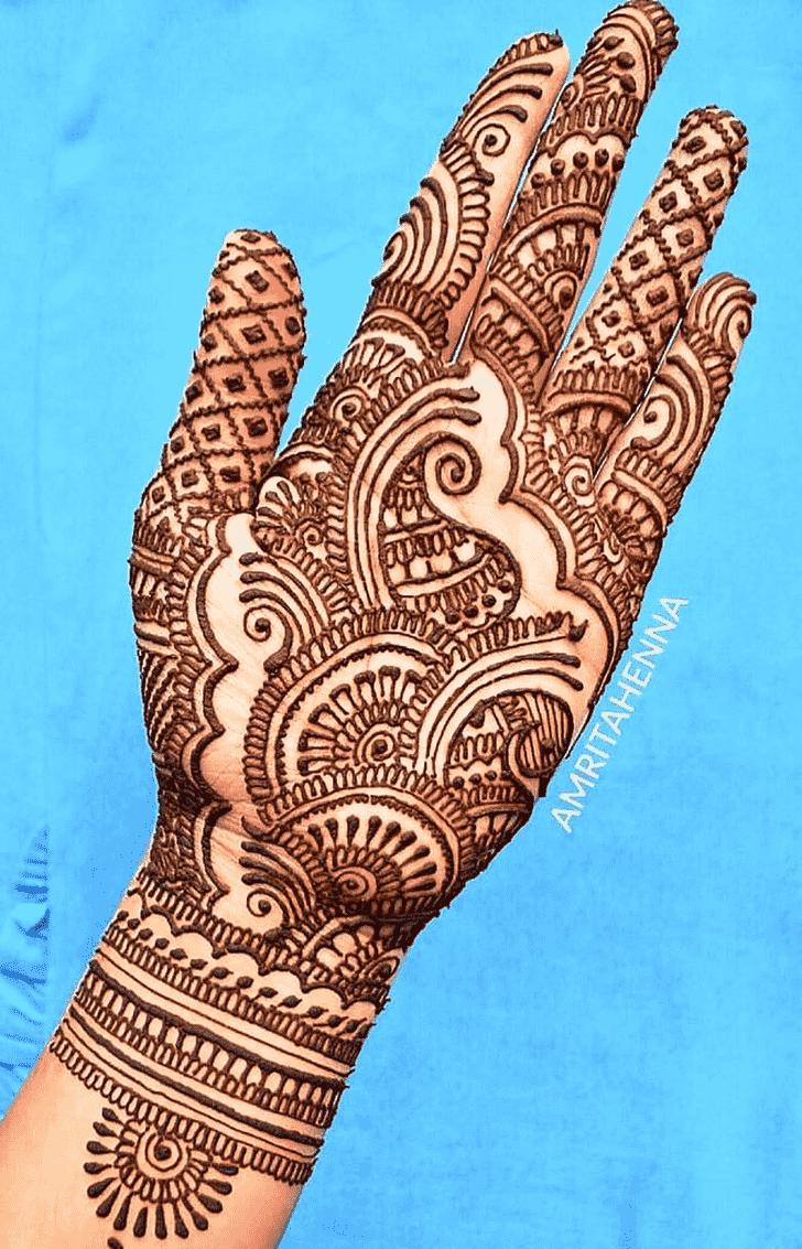 Alluring Dainty Henna Design