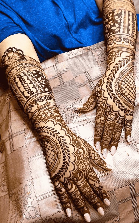 Captivating Dainty Henna Design