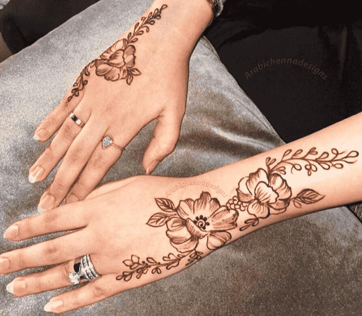 Classy Dainty Henna Design