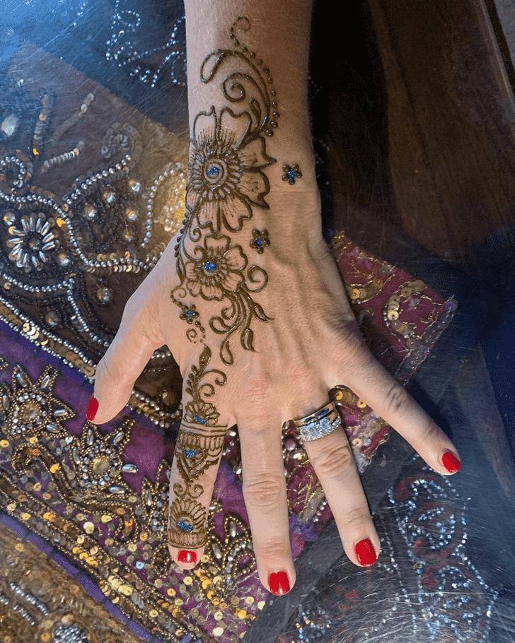 Mesmeric Dallas Henna Design