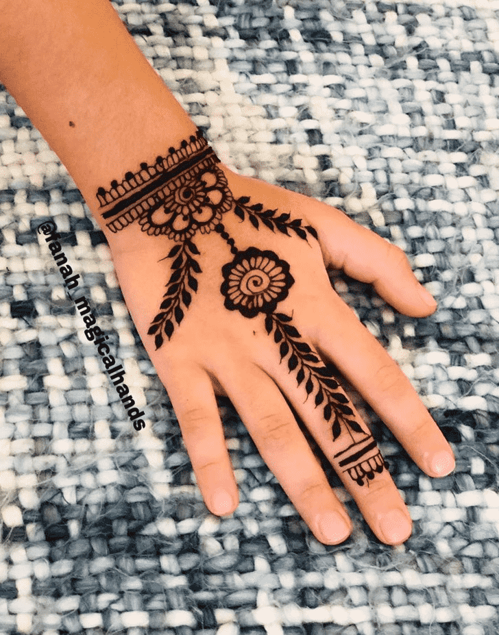 Shapely Dallas Henna Design