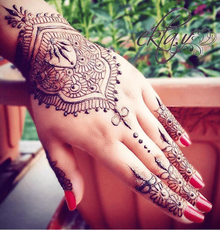 Classy Dot Henna Design