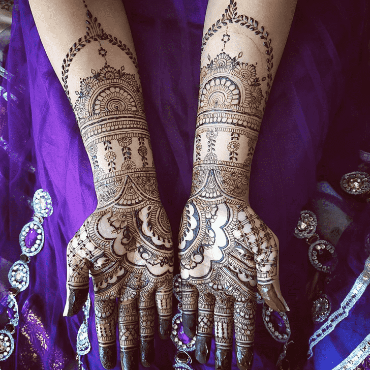 Comely Dulhan Henna Design
