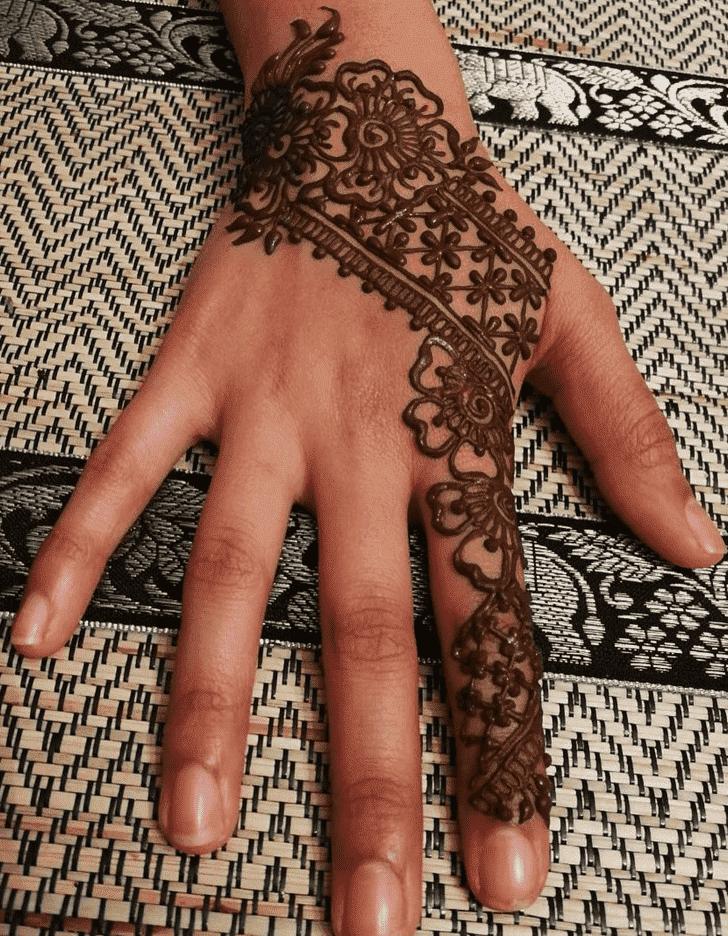 Exquisite Easter Henna Design