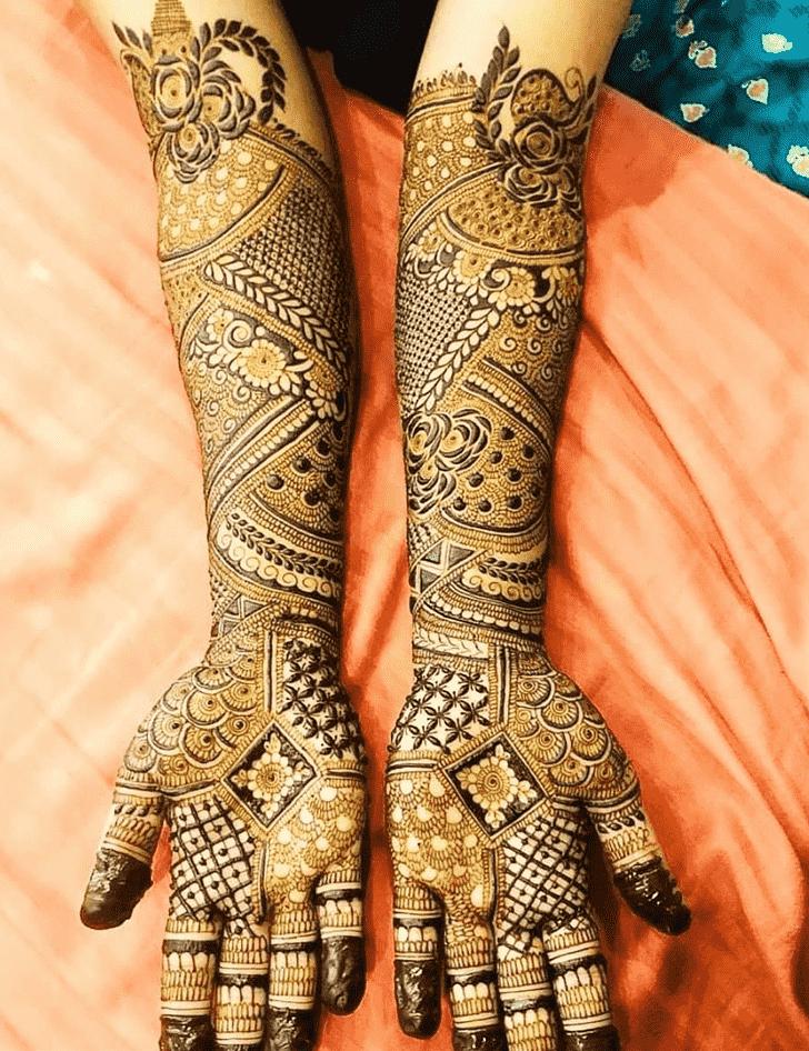 Delicate Egyptian Henna Design
