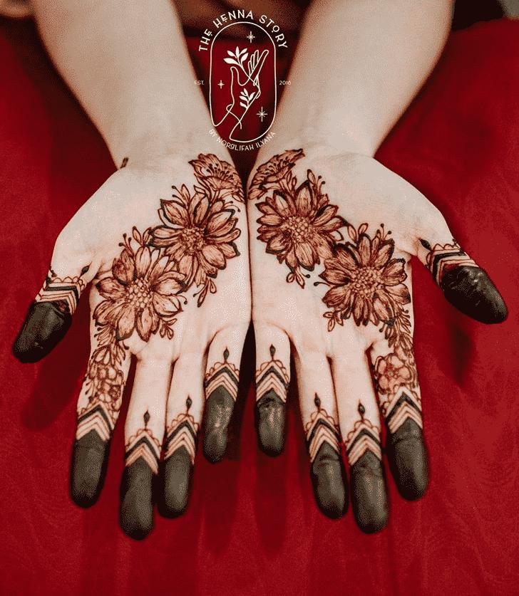 Graceful Egyptian Henna Design