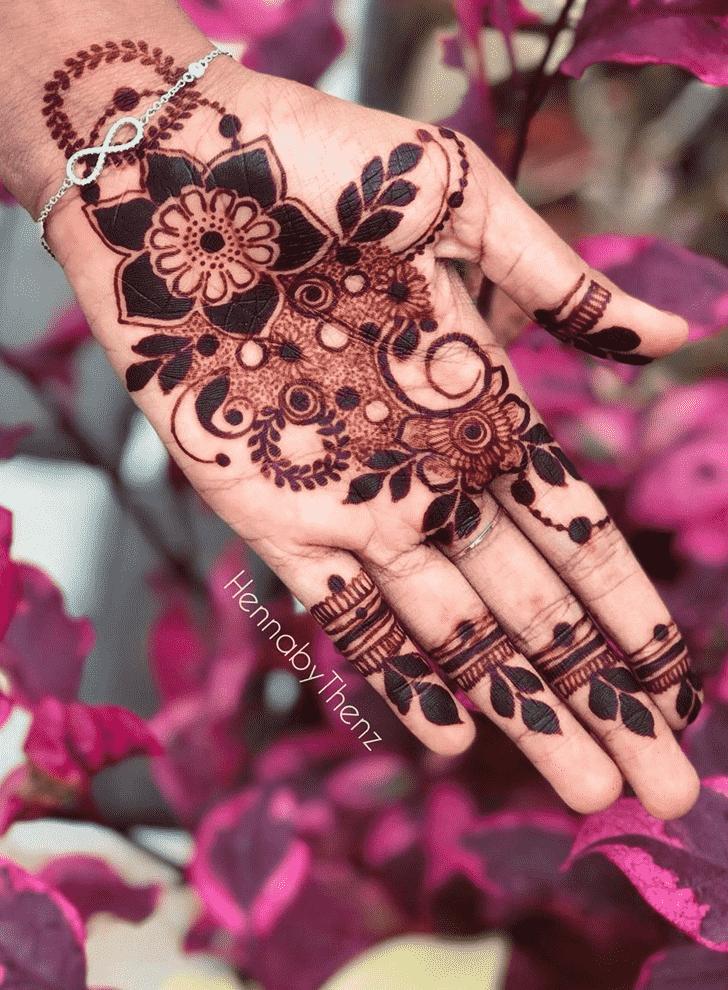 Inviting Egyptian Henna Design