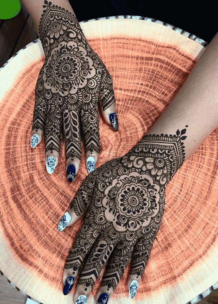 Mesmeric Egyptian Henna Design