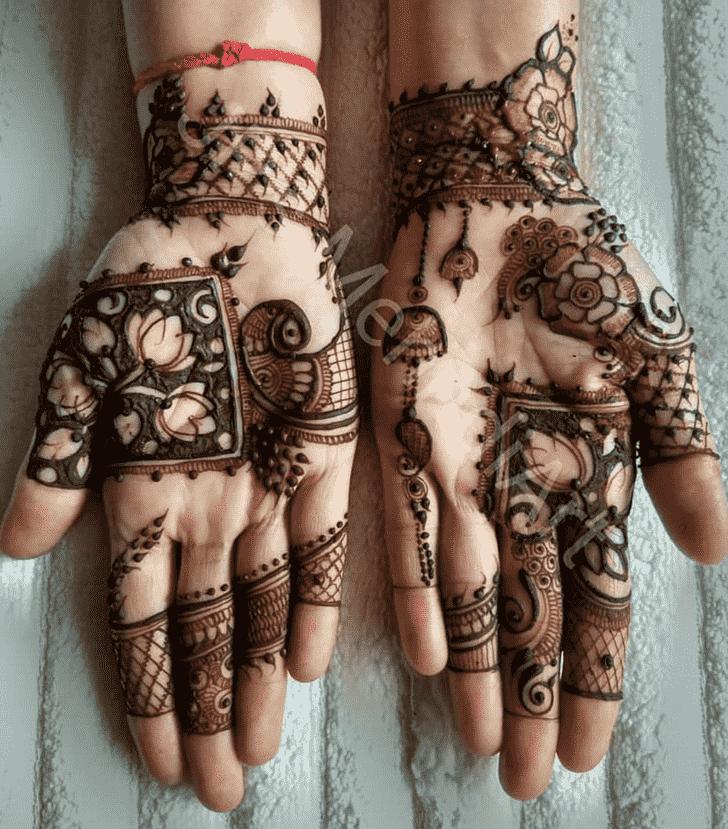 Shapely Egyptian Henna Design
