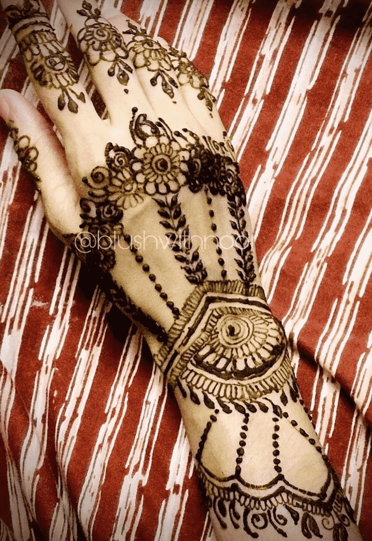 Slightly Egyptian Henna Design