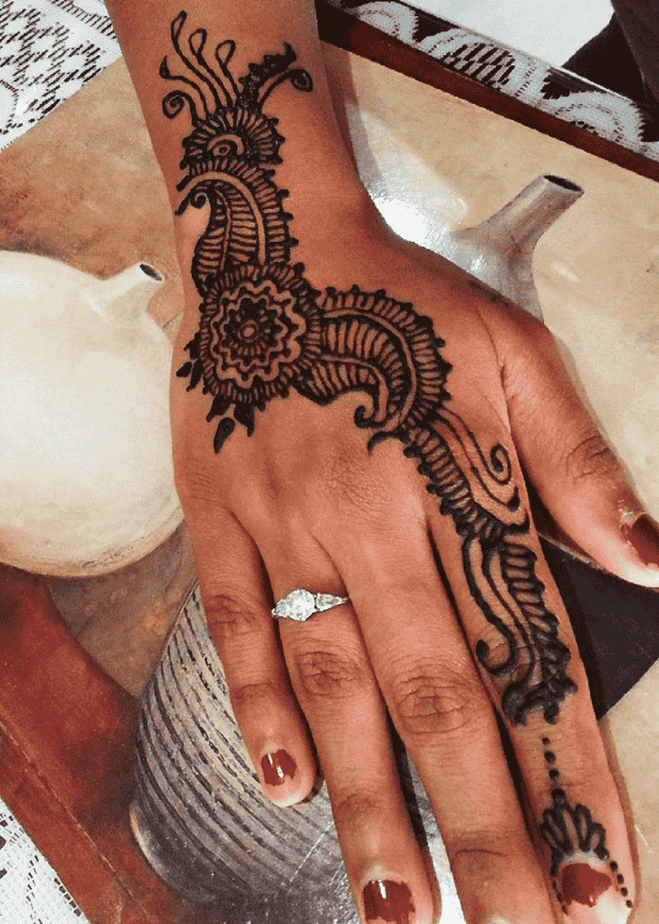 Adorable Finger Henna design