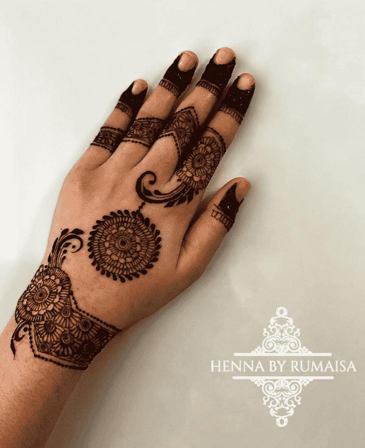 Alluring Finger Henna design