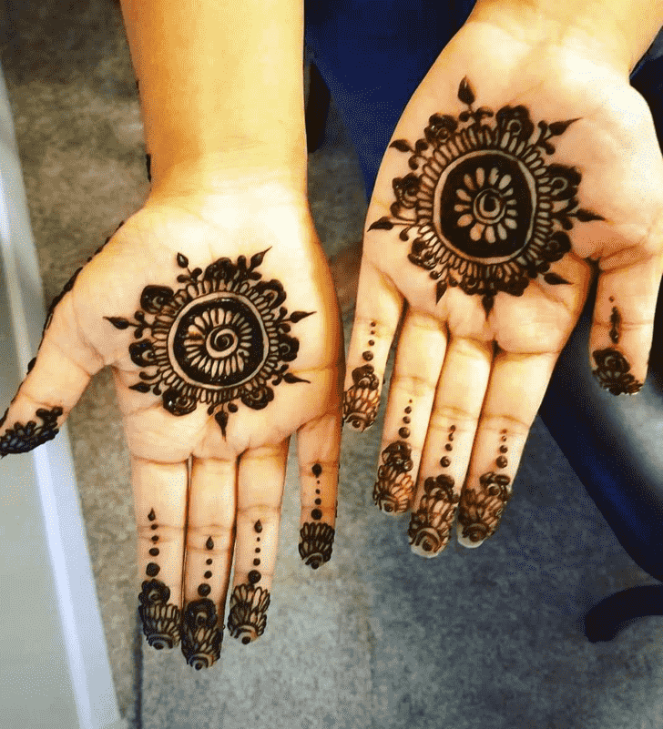 Beauteous Finger Henna design