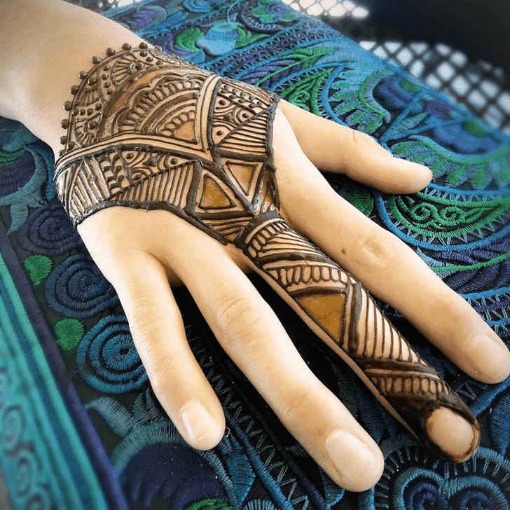 Classy Finger Henna design