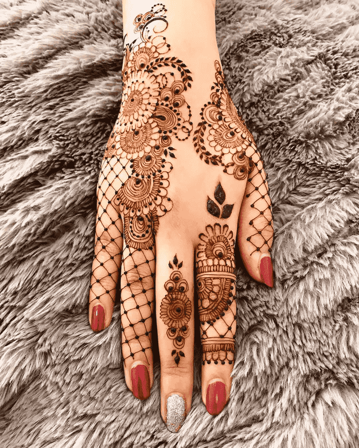 Enthralling Finger Henna design