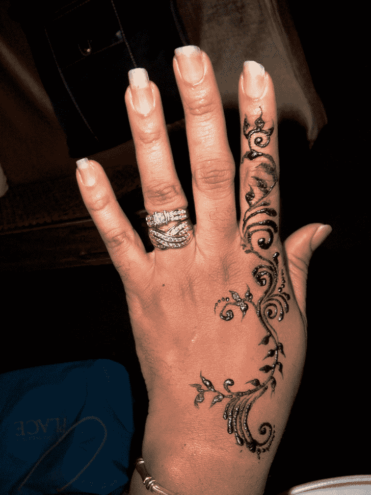 Graceful Finger Henna design
