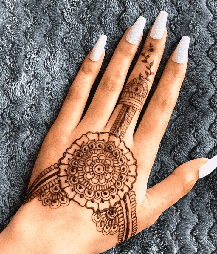 Grand Finger Henna design