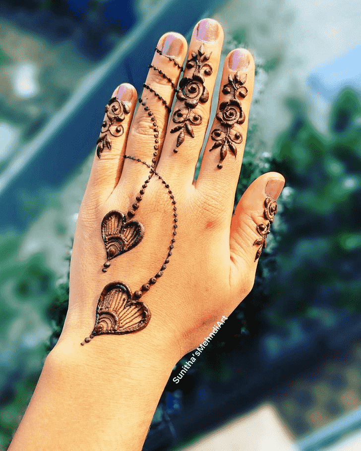 Inviting Finger Henna design